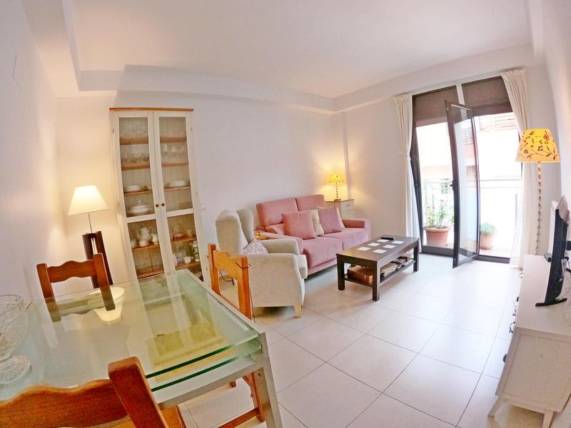 дуплекс -                               Girona -                               3 спальни -                               0 человека